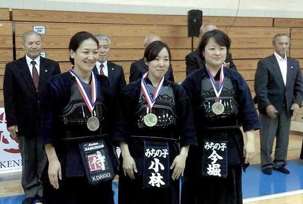 women-final-group-crop